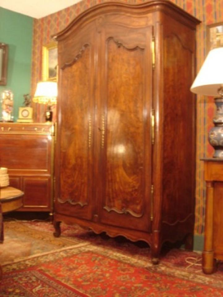 armoire bordelaise en acajou massif louis xv la fontaine du temps antiquit s fresnay sur. Black Bedroom Furniture Sets. Home Design Ideas